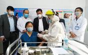 Thứ trưởng Bộ Y Tế Đỗ Xuân Tuyên kiểm tra công tác tiêm vaccine COVID-19 tại Quảng Ninh