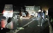 Thái Nguyên: Xe khách va chạm với xe tải trong đêm khiến 3 người tử vong