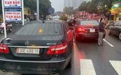 Diễn biến mới nhất vụ việc 2 xe Mercedes cùng biển số, cùng lưu thông trên một tuyến phố ở Hà Nội