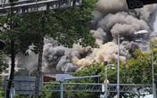 Quán bar ở trung tâm Sài Gòn bốc cháy dữ dội, học sinh trường Ernst Thalmann sát bên được sơ tán khẩn cấp
