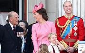 Vợ chồng Công nương Kate và Hoàng tử William tưởng nhớ ông nội khiến dân chúng xúc động