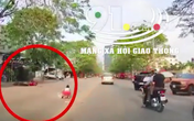 Nam thanh niên chạy xe máy tốc độ cao tông trúng 2 mẹ con đi bộ rồi trượt văng ngang đường