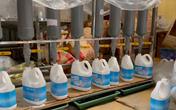 Đột kích xưởng sản xuất nước giặt giả quy mô chuyên nghiệp giữa lòng Hà Nội