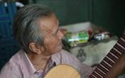 Ông lão 80 tuổi hơn nửa đời sáng tác cải lương bằng... tiếng Anh
