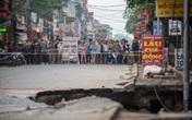 """Hiện trường """"hố tử thần"""" khiến 20 họ dân phải sơ tán ở Hà Nội"""