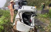 Ô tô con đối đầu xe khách trên QL6 khiến 2 người tử vong