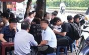 """Dịch COVID-19 có nguy cơ bùng phát, người Hà Nội vẫn vô tư """"quên"""" đeo khẩu trang"""