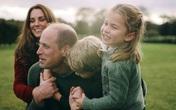 """Vợ chồng Công nương Kate chia sẻ đoạn video làm """"tan chảy"""" trái tim người hâm mộ với loạt khoảnh khắc đời thường vui vẻ bên 3 con"""