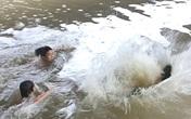 Xuống sông vớt dép bị rơi, nam sinh lớp 6 chết đuối thương tâm