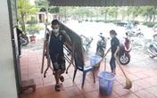 Hàng loạt nhà hàng, quán bia ở Hà Nội dọn dẹp bàn ghế, treo biển tạm dừng phục vụ để chống dịch COVID-19