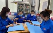 Giáo viên Hà Nội làm tấm chắn phòng, chống dịch tặng bác sĩ Bệnh viện K Tân Triều