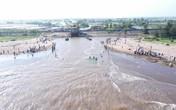 Đã tìm thấy 1 thi thể trong nhóm 3 học sinh bị sóng cuốn ở Nam Định