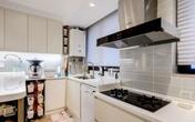 Bệ bếp chỉ có một độ cao thật thiếu tinh tế, thiết kế thế này mới là khôn ngoan và thiết thực