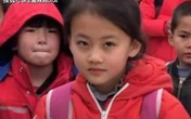 Cô bé nông thôn với nụ cười chao đảo MXH, công ty trả 3 tỉ ký hợp đồng vẫn bị phụ huynh từ chối, tuổi thơ con rốt cuộc đáng giá bao nhiêu?