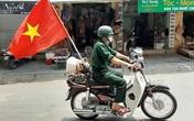 Thanh Hóa: Cựu chiến binh già đi khắp các tuyến phố tuyên truyền về phòng chống dịch và bầu cử