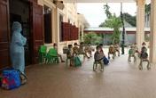 Hình ảnh 24 trẻ mầm non ở Hà Nam theo cô giáo đi cách ly tập trung sau khi bạn học 3 tuổi dương tính với SARS-CoV-2