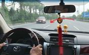 Ô tô ngang nhiên đi ngược chiều trên cao tốc Nhật Tân - Nội Bài