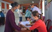 Ngư dân Quảng Bình gác việc ra khơi để đi bầu cử