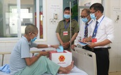 Quảng Ninh: Đưa hòm phiếu lưu động tới giường bệnh cho bệnh nhân bỏ phiếu