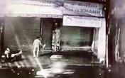 Người đàn ông đốt nhà ở Sài Gòn bị camera ghi hình