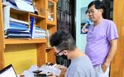 Những hình ảnh chỉ có trong đại dịch COVID-19: Thi thử online, phụ huynh giúp thầy cô làm giám thị