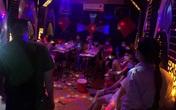 """Hà Nội: Bắt quả tang 13 nam thanh nữ tú """"bay lắc"""" trong quán hát mở """"chui"""""""