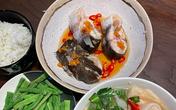 Tóc Tiên nấu canh măng chua cá hú đợi chồng đi làm về