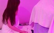 Bắt quả tang nữ nhân viên tiệm massage tắm khỏa thân với khách bất chấp dịch COVID-19