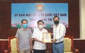 Chiều 31/5, đại diện nghệ sĩ Hoài Linh trao 1 tỷ đồng cho Quảng Trị