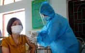 Thứ trưởng Nguyễn Trường Sơn đề nghị Bắc Giang đẩy nhanh tiến độ và đảm bảo an toàn tiêm vaccine COVID-19 cho người dân