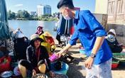 Tuổi trẻ ngành y tế Quảng Trị vào chợ phát khẩu trang, tuyên truyền phòng chống dịch cho người dân