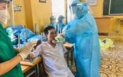 Vì sao nóng đỉnh điểm mà nhân viên y tế ở Bắc Giang vẫn phải mặc bộ đồ kín mít, đến kiệt sức, ngất xỉu?