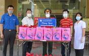 Trao những phần quà ý nghĩa cho các trẻ trong khu cách ly ở Nghệ An