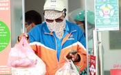 Hà Nội: Đơn hàng tăng vọt, shipper rồng rắn đội nắng, xếp hàng giao đồ ăn cho khách