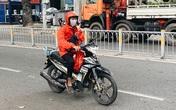 Shipper Sài Gòn chạy giao hàng không kịp ăn cơm và tình người cảm động trong mùa dịch