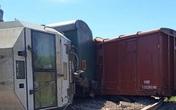 Đầu máy tàu hàng cùng 5 toa xe trật bánh khỏi đường ray, đường sắt tắc nghẽn nhiều giờ