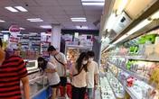 Giá rau ngoài chợ tăng, nhiều người dân Hà Nội đến siêu thị