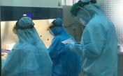 Các cán bộ, nhân viên y tế làm gì trong căn phòng đèn sáng xuyên đêm ở CDC Cần Thơ
