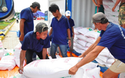 """6.000 tấn gạo của Hà Nội """"lăn bánh"""" đến TP Hồ Chí Minh, Bình Dương"""