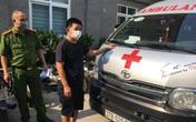 """Dùng xe cứu thương """"thông chốt"""" đưa người vào Hà Nội"""