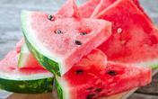 Đây là 6 tác hại cơ thể phải hứng chịu nếu bạn ăn quá nhiều dưa hấu