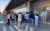 Người dân TP.HCM xếp hàng từ 4h30 đợi siêu thị mở cửa