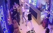 """Thách đấu """"tình địch"""" ở quán karaoke lúc nửa đêm"""