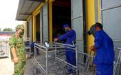 Bộ đội ngày, đêm làm hàng trăm giường sắt, phản gỗ phục vụ công dân cách ly