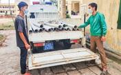Thiếu tiền tiêu xài, 2 thanh niên tháo lan can hàng loạt cây cầu mang đi bán