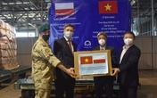Bộ Y tế tiếp nhận 8 tấn trang thiết bị, vật tư chống dịch COVID-19 từ Ba Lan