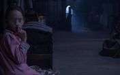 Nữ bảo mẫu trẻ đang ngủ bỗng quay sang thấy đứa trẻ 8 tuổi ngồi nhìn mình chằm chằm, thốt lên câu nói gây 'lạnh sống lưng'