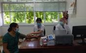 Những tu sĩ khoác áo blouse khám bệnh miễn phí cho người nghèo