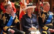 Hé lộ quan hệ căng thẳng giữa bà Camilla và em chồng