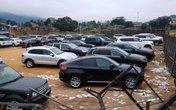 Tạm giữ nhiều ô tô siêu sang ở Móng Cái